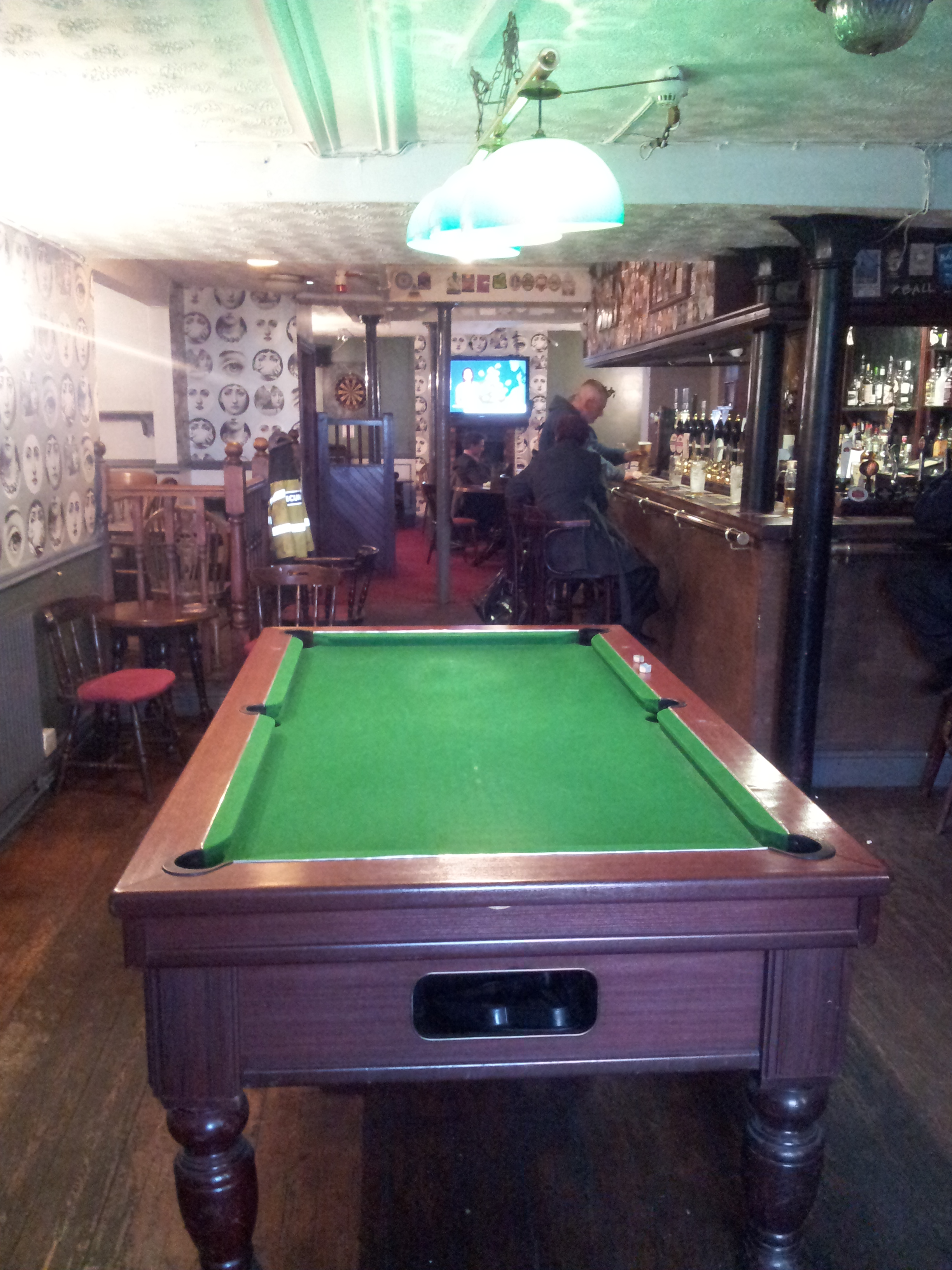 Beer music pubs with jukeboxes pt1 09 05 2013 for 10 in 1 pool table